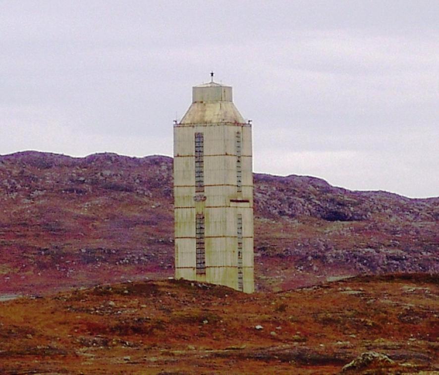 La torre della trivellazione di Kola. La struttura è stata chiusa nel 2005 per mancanza di fondi.