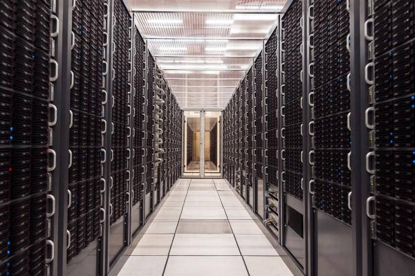 Alcuni dei rack che ospitano i dischi del Tier0 del CERN (foto CERN)
