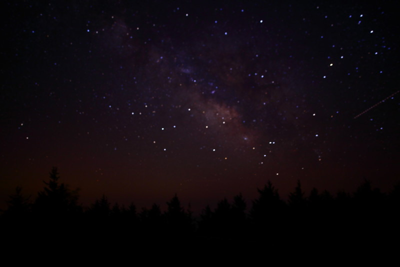 Figura 3: Il cielo stellato in West Virginia non è più luminoso di quello ad Abbiategrasso (MI). Colpa del Paradosso di Olbers!