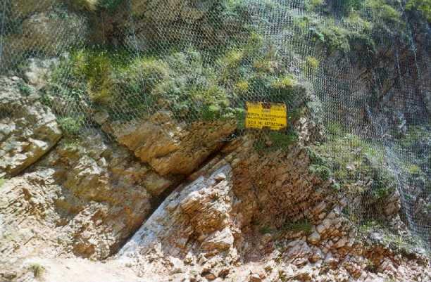 La Gola del Bottaccione. Voi ci vedete delle rocce, loro ci hanno visto l'estinzione dei dinosauri. (Fonte)