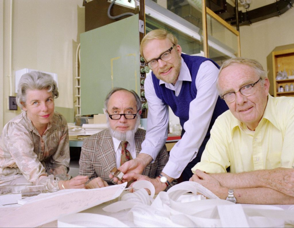 Il Dino-team. Da sinistra a destra: Helen Michel, Frank Asaro, Walter Alvarez, Luis Alvarez. (Fonte: Berkeley Lab.)