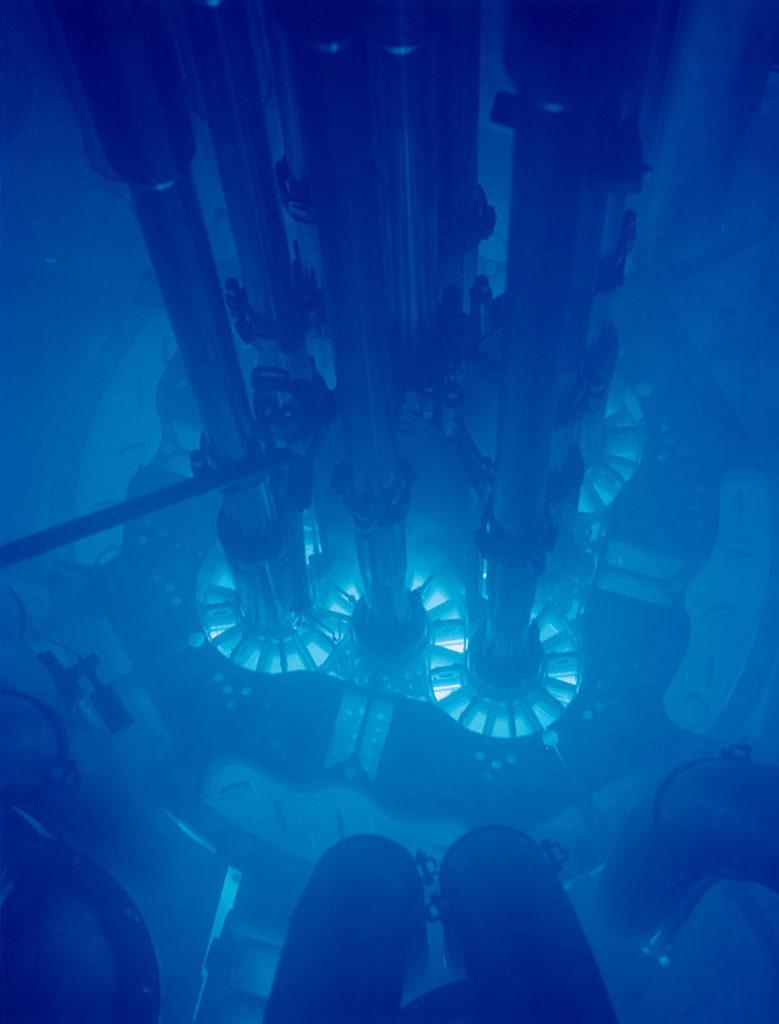 Luce Cherenkov in un reattoer nucleare (da wiki)